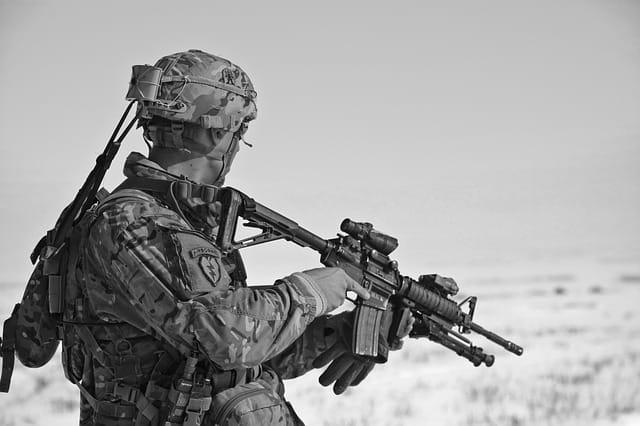 חיילים אחד