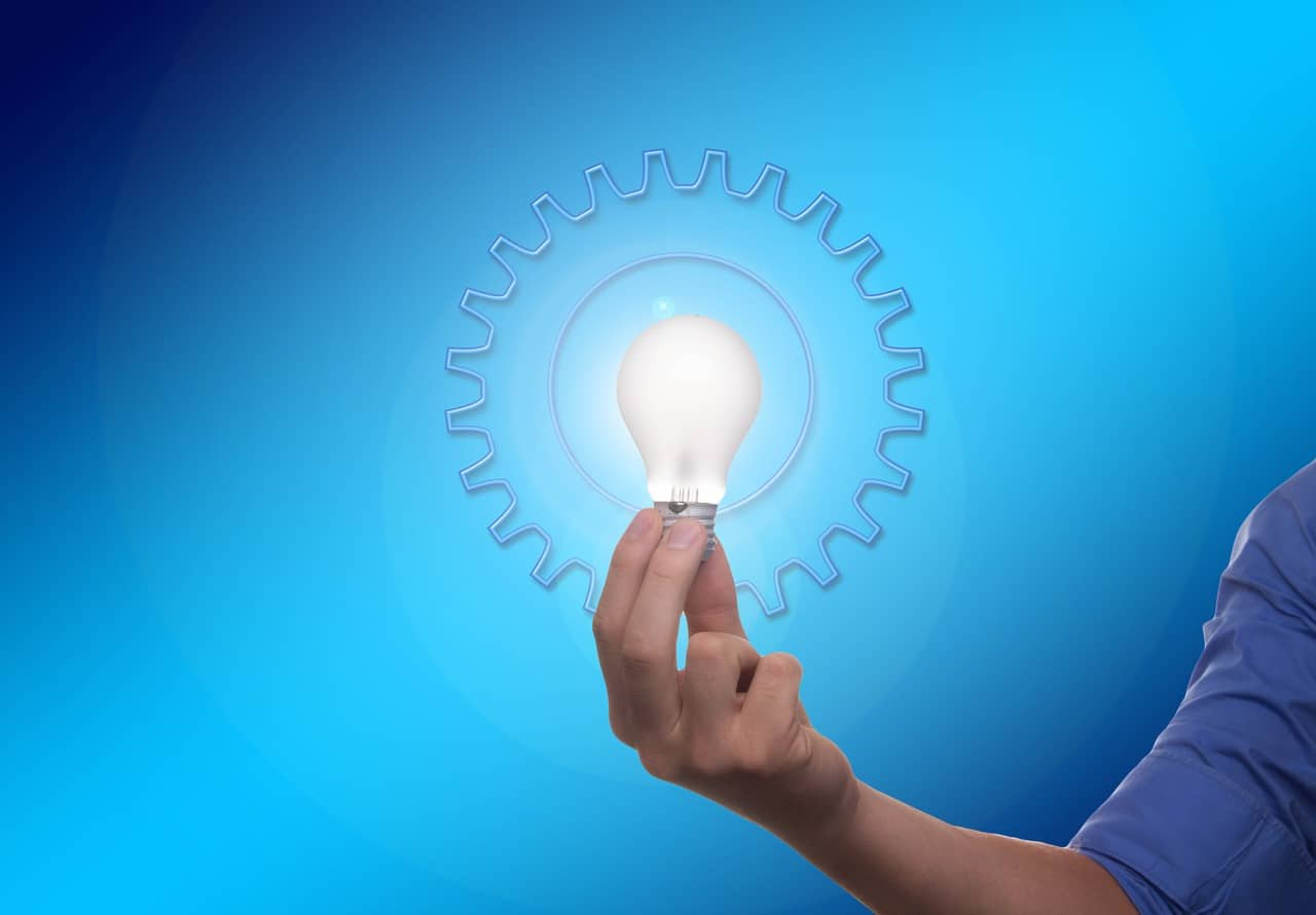 מנורה של רעיון דולקת